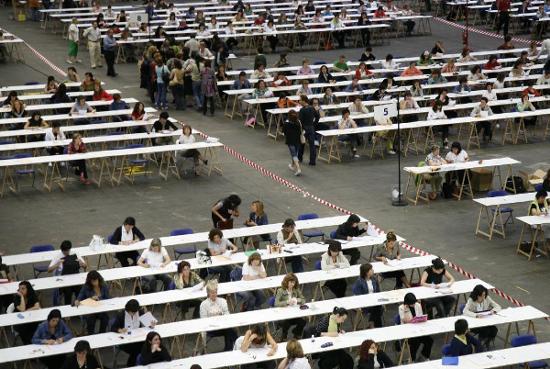 Imagen de opositores realizando un examen